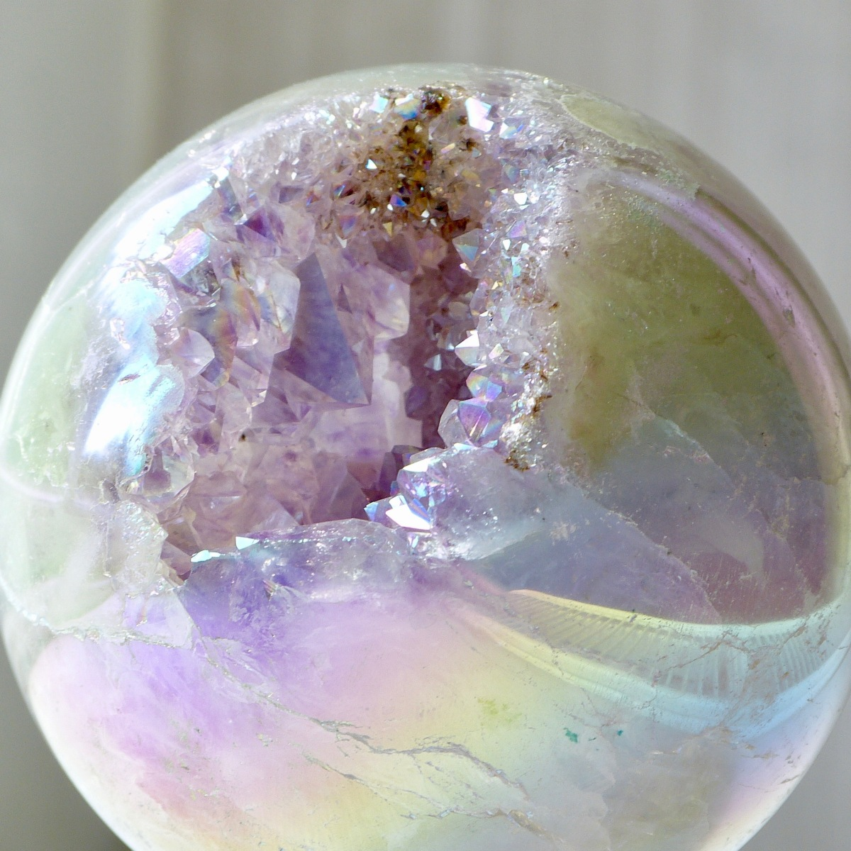 How to meditate with crystal geodes